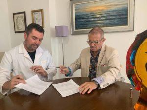 Firma entre Miguel Cazorla y Pepe Llorca, CEOs de ADAPTAI y VISTASOL5